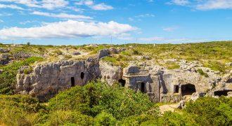 Necrópolis Cala Morell para visitar en Menorca